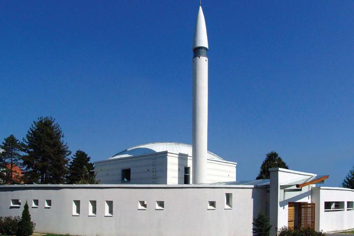 Bijela džamija u Brčkom